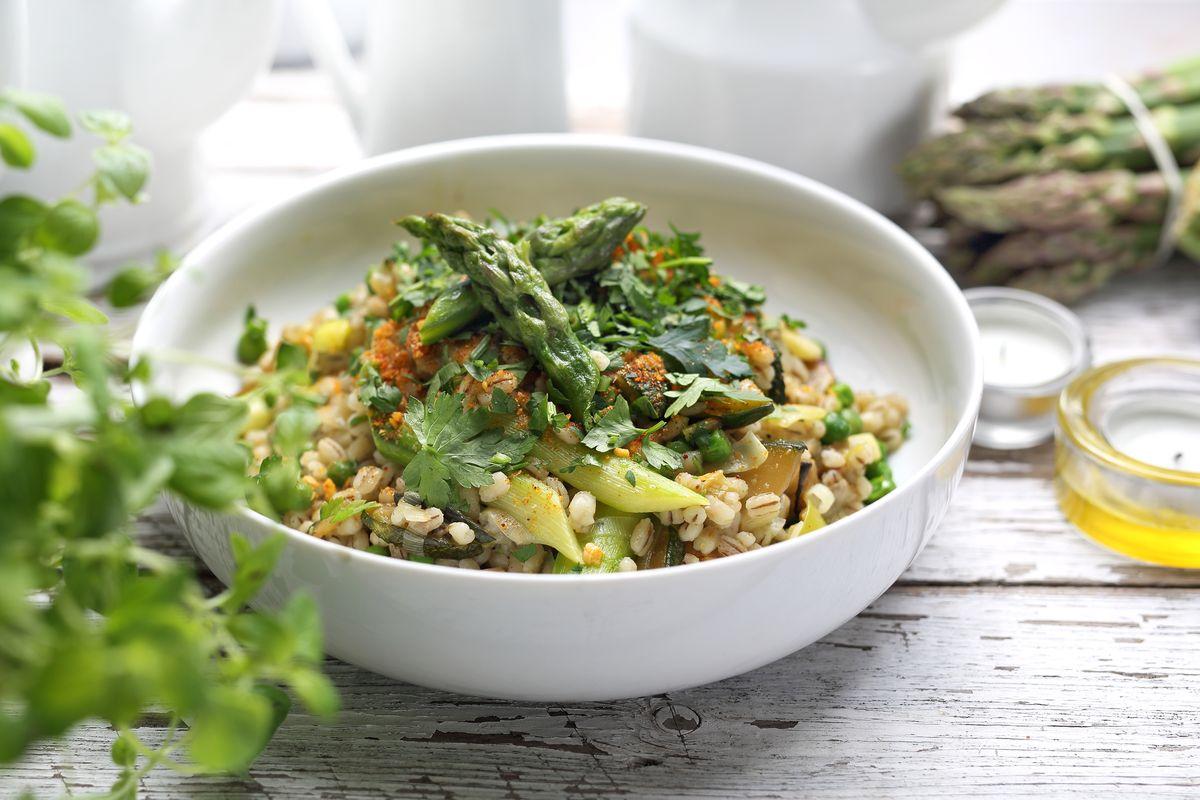 insalata con pesce e asparagi