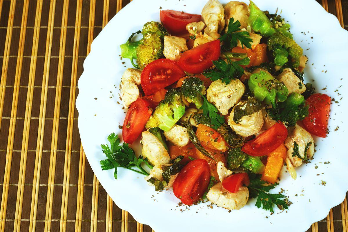 Insalata di pollo light con verdure miste