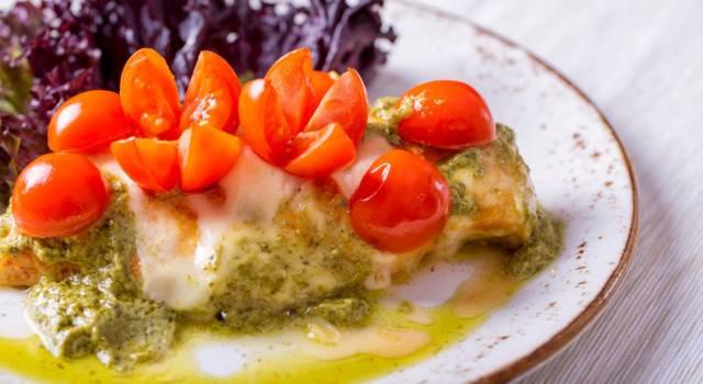 Pollo al pesto e pomodorini: un secondo piatto facile e gustoso