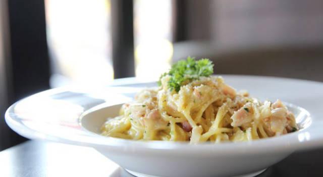Spaghetti risottati con gamberi, asparagi e limone: anche senza Bimby!