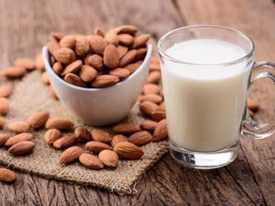 Come fare latte di mandorla, che è buono e fa bene!
