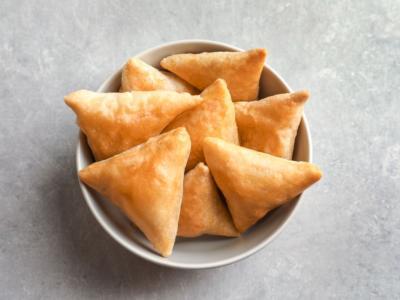 Samosa veg: i fagottini senza carne perfetti per l'antipasto