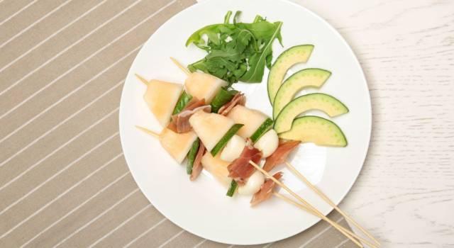Spiedini di melone e feta al profumo di basilico