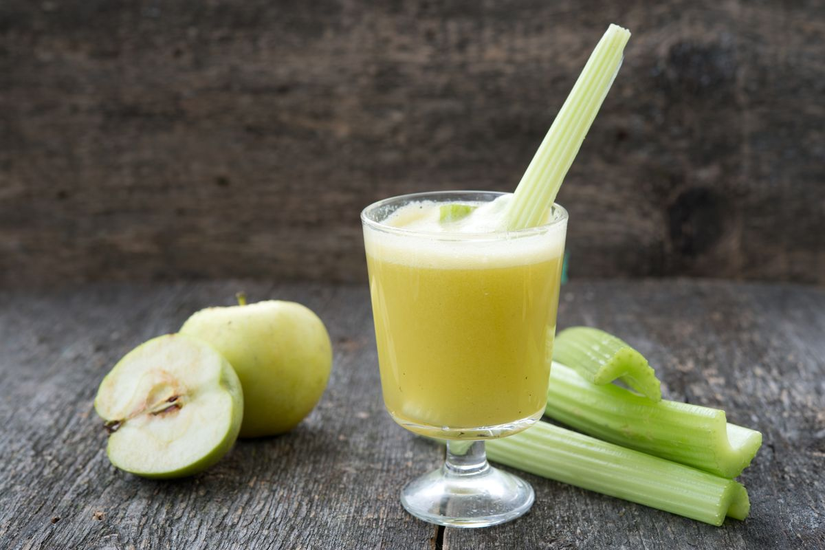 Centrifugato mela, sedano, ananas