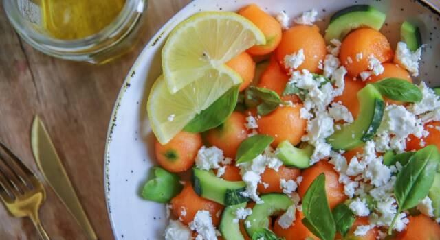 Insalata cetrioli, melone e feta: il sapore dell'estate