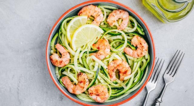 Leggeri e gustosi: spaghetti light di zucchine e gamberetti