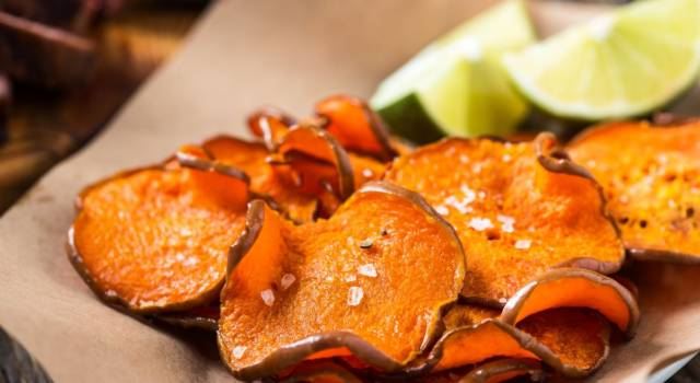 Chips di zucca fatte in casa, un antipasto rustico e light
