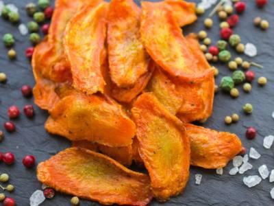 La ricetta (light) delle chips di carote: perfette come stuzzichino!