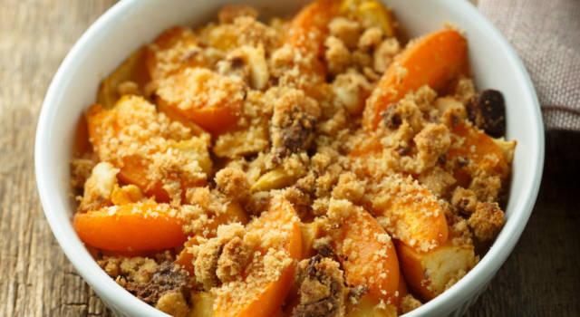 Crostata pesche e amaretti: perfetta per il dessert