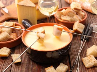Come fare la fonduta di formaggio? Ecco la ricetta
