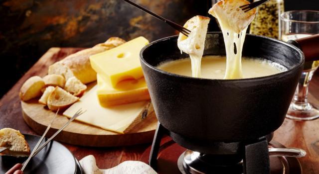 Come si fa la fonduta svizzera? Ecco la ricetta passo per passo