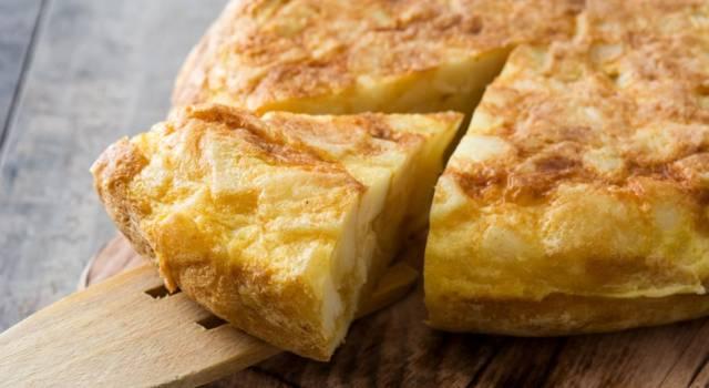 Come si fa la frittata con il Bimby? La ricetta sfiziosa con patate e cipolle
