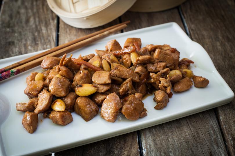 Pollo alle mandorle cinese: ricetta per un gustoso secondo piatto