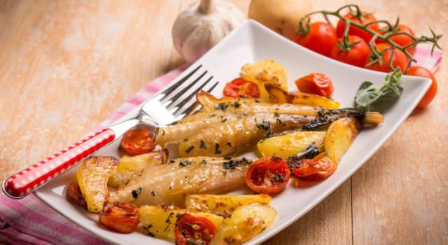 Rana pescatrice al forno con patate, un secondo piatto insolito che vi sorprenderà