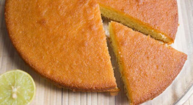 Torta soffice al limone senza burro: veloce e deliziosa!
