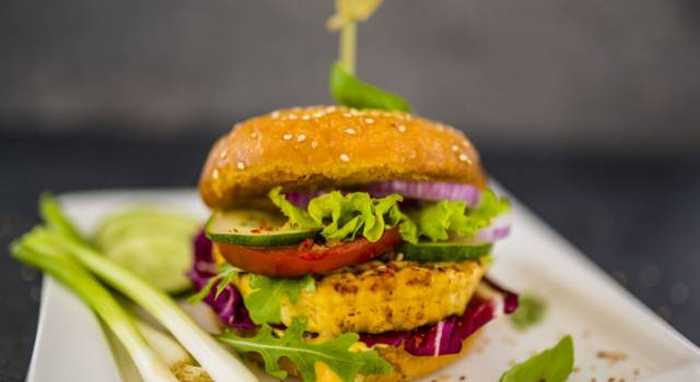Burger di tofu e zucchine: un panino vegan e delizioso!