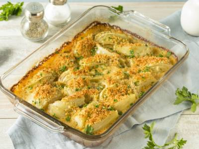 Finocchi gratinati al forno con besciamella e formaggio: il contorno perfetto