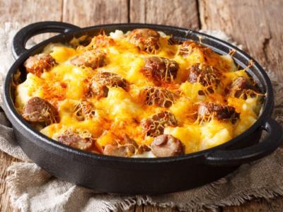 Sformato di patate con salsiccia e mozzarella, ricco e gustoso