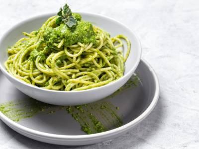 Spaghetti senza glutine al pesto di broccoli: semplicemente deliziosi!