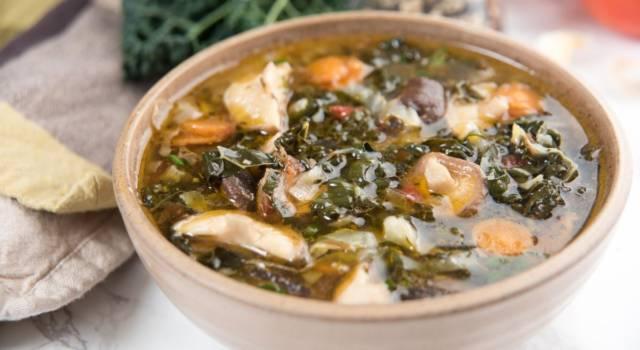 Zuppa di cavolo nero, ceci e pancetta affumicata