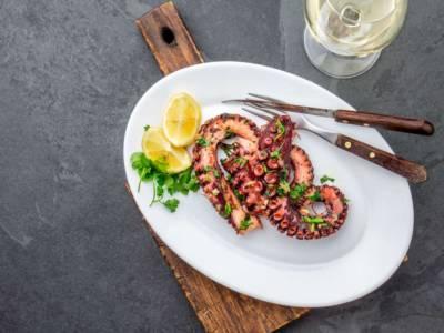 Polpo croccante alla griglia: la ricetta sfiziosa e gluten free!