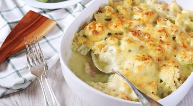 Il cavolfiore gratinato con prosciutto e formaggio: conquisterà tutti!