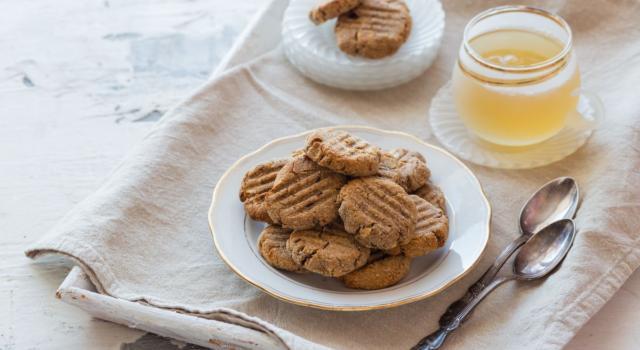 Biscotti senza glutine con grano saraceno al profumo di zenzero e cannella