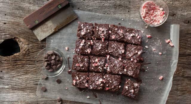 Brownies al cioccolato natalizi con candy cane