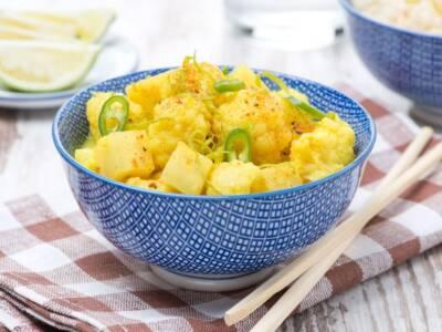Spezzatino di cavolfiore, patate e tofu al curry: un secondo piatto vegano