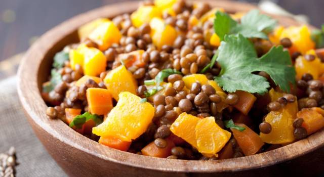 Insalata tiepida di lenticchie con zucca e riduzione di aceto balsamico
