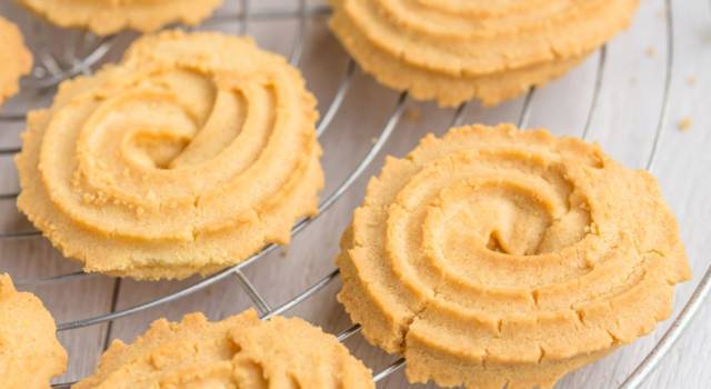 Come fare i biscotti con pasta frolla montata