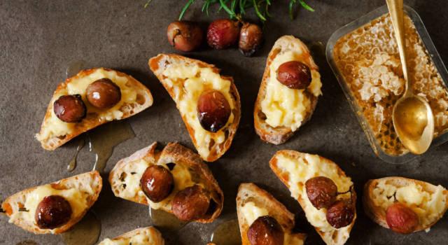 Bruschette con formaggio caprino e uva: originali e sfiziose