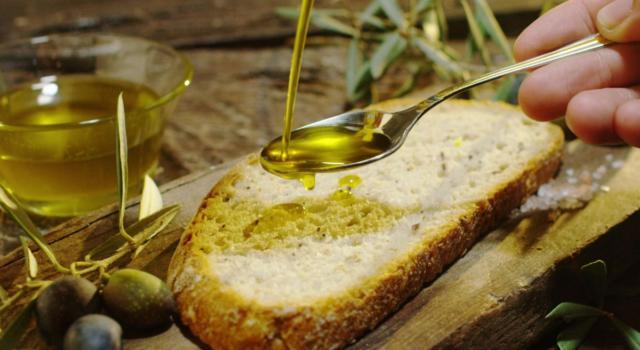 Olio: qual è il migliore per sostituire quello EVO di oliva?