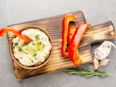 Falde di peperoni con hummus di ceci: un antipasto senza glutine