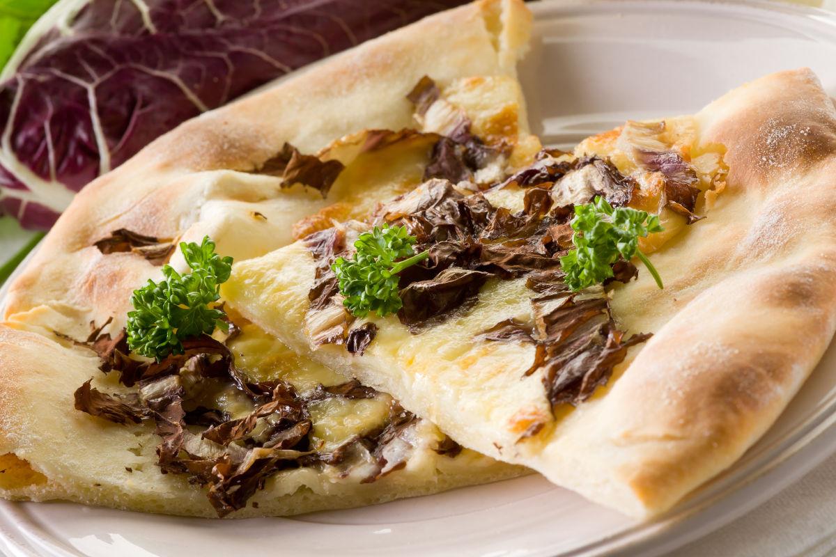 Pizza vegana con radicchio