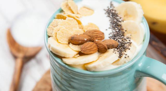 La colazione proteica perfetta? Il porridge con cereali croccanti e semi di chia