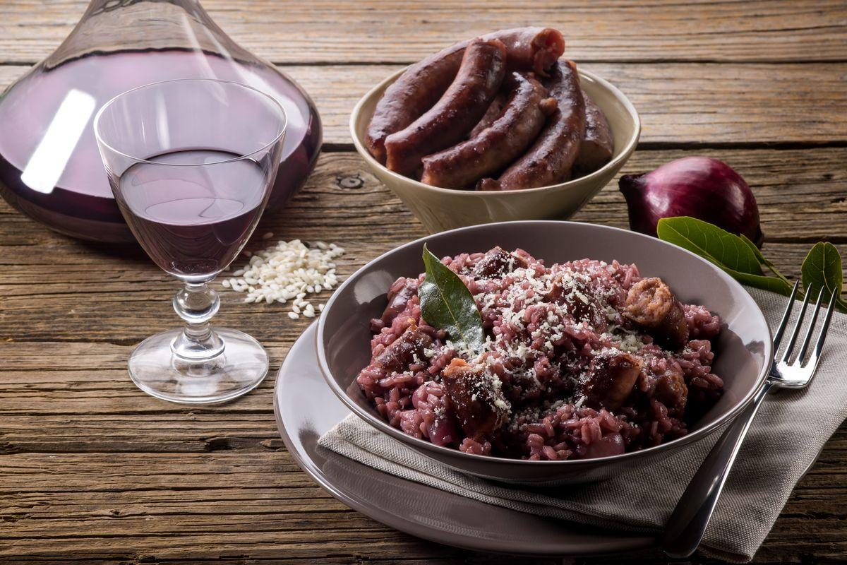 Risotto al radicchio con salsiccia e vino rosso