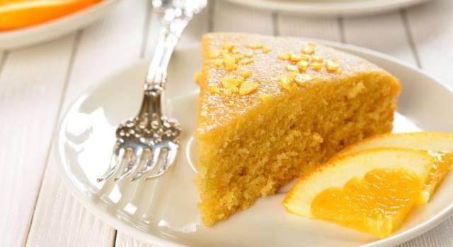 Prepariamo insieme la torta morbida all'arancia e mandorle