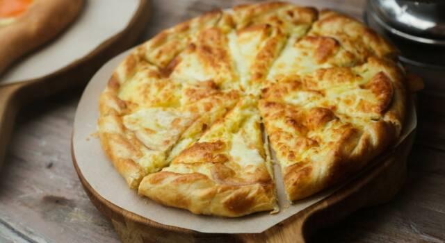 Torta salata senza glutine al formaggio e pere