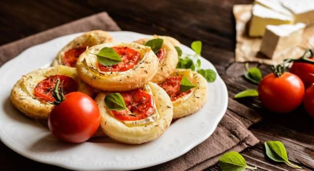Ma quanto sono belle le pizzette di pasta sfoglia? Ecco come prepararle!