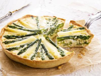 Quiche con asparagi, ricotta e gamberetti: ideale per il menù pasquale