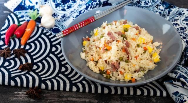 Come fare il riso alla cantonese, la ricetta tradizionale cinese