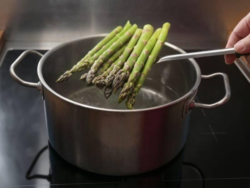 Come cucinare gli asparagi lessi nel modo corretto