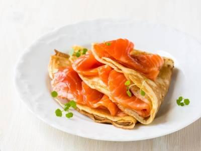 Crepes al salmone: un piatto goloso e facilissimo da fare