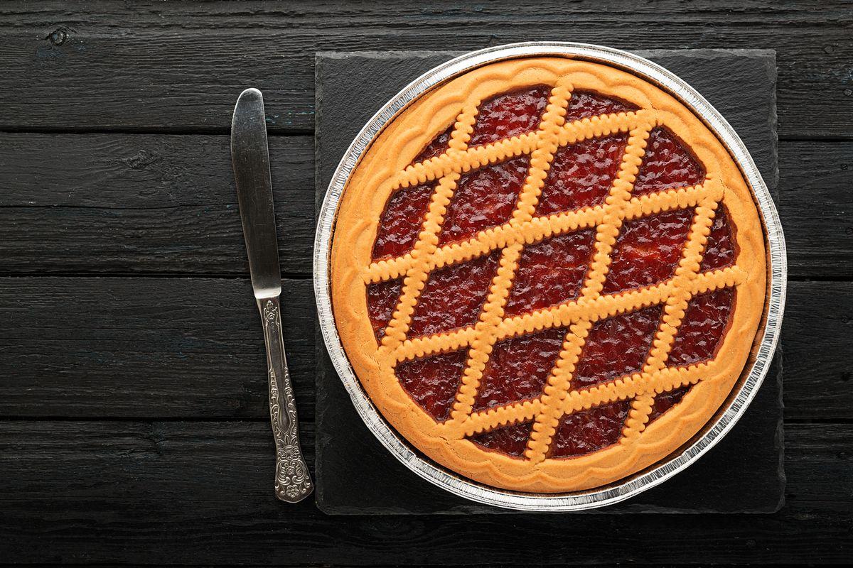 crostata con farina di avena e marmellata di fragole