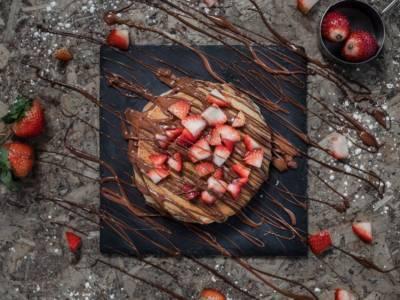 Crostata fragole e rabarbaro: la ricetta vegana che vi sorprenderà