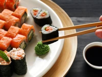 Come si mangia davvero il sushi?