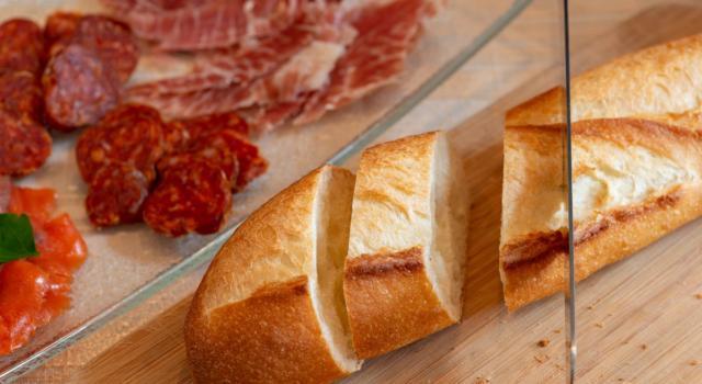 Bicchierini di pane con prosciutto crudo