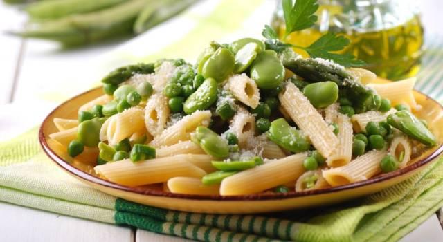 Pasta agli asparagi e piselli, un primo piatto primaverile