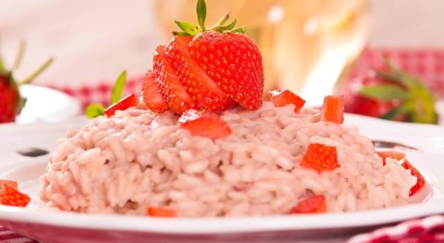 Risotto alle fragole: un primo piatto colorato e delizioso